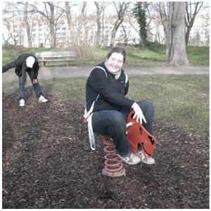 Erste Fotografie-Unterrichtsstunde auf einem Spielplatz