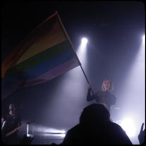 Jennifer Rostock Regenbogenfahne