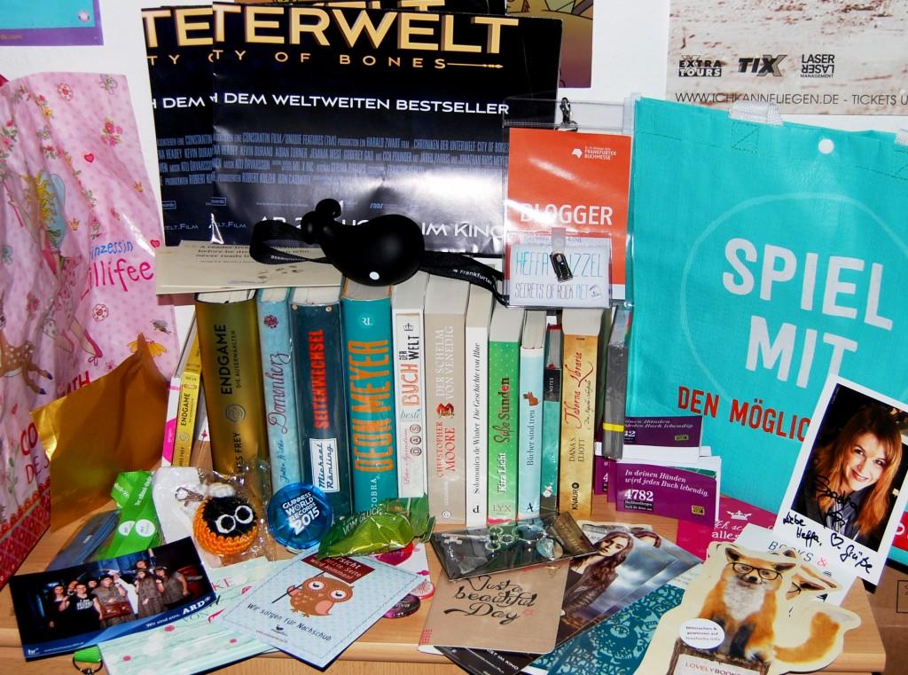 Buchmesse Mitbringsel Bucher, Autogramme, Taschen und Co