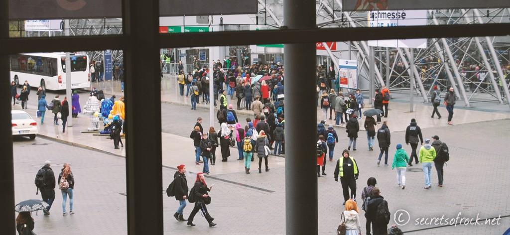 Massen am Besuchereingang der Buchmesse