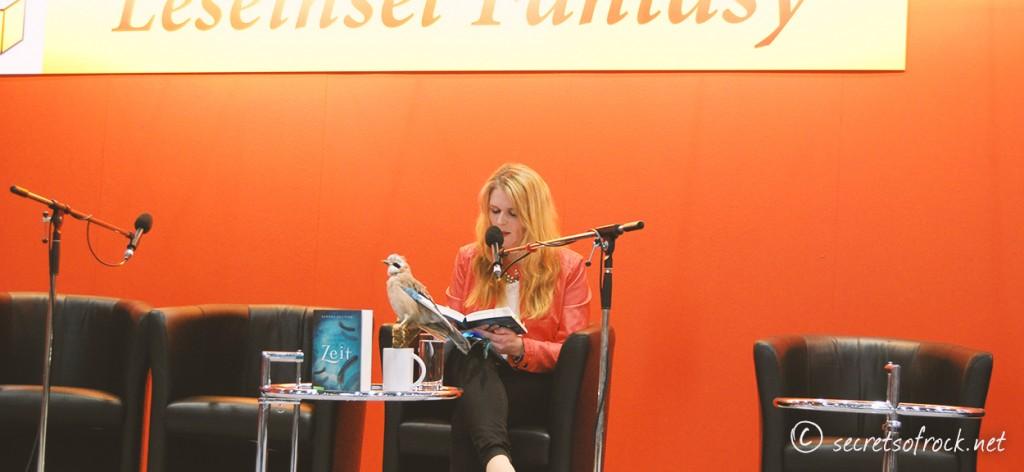 Sandra Regnier während der Lesung
