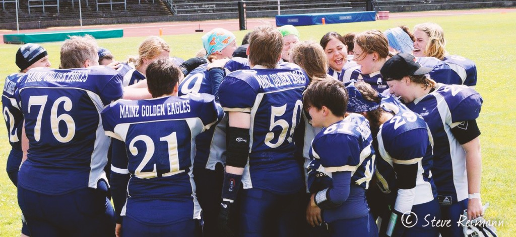 Mainz Golden Eagles Ladies Team Huddle Muenchen